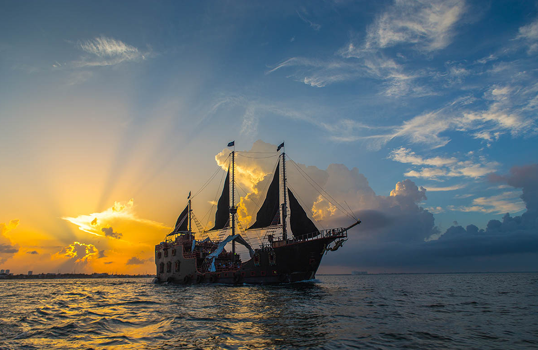 Jolly Roger Pirate Show   Cancun City & Tours
